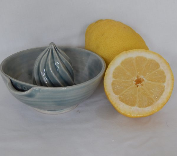 Wet pebble lemon squeezer